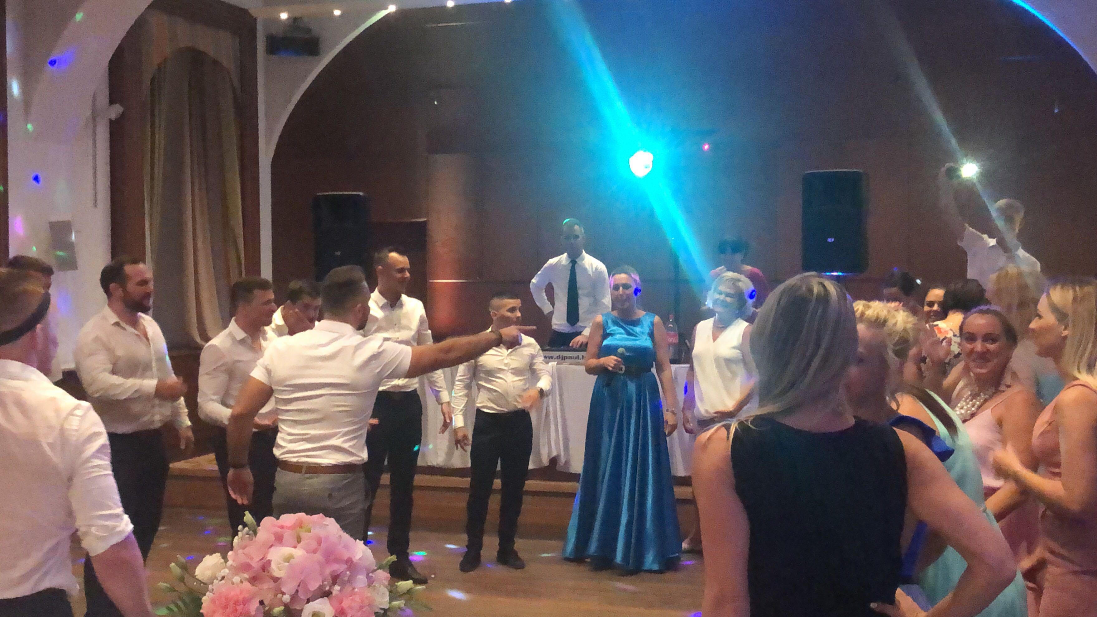 esküvői buli